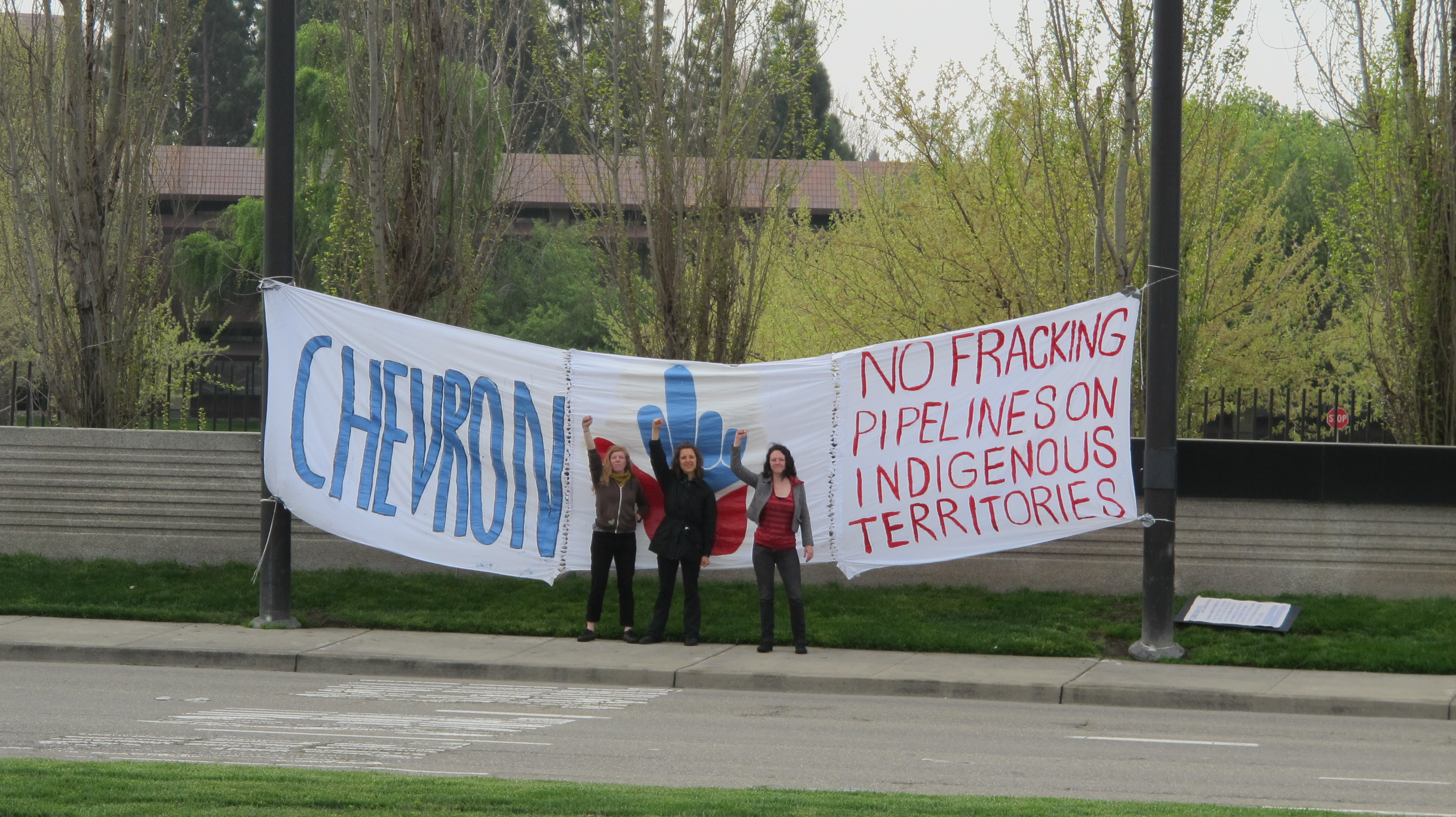 Unist'ot'en Supporters Deliver Message to Chevron Global