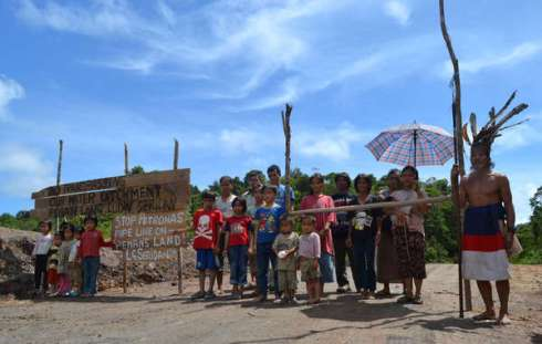 The Penan in Long Seridan are protesting against the building of a gas pipeline which is cutting through their ancestral land.© Survival