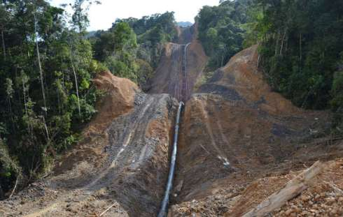 The 500km pipeline, built by the Malaysian national oil company Petronas, is cutting through the Penan's forest, making hunting difficult.© Survival