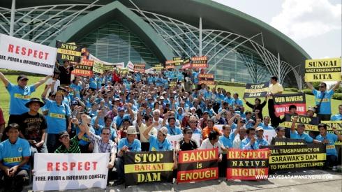 01_kuching_dams_protest_iha_2013_05_22