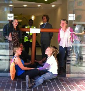 Activists blockade Bell Pottinger offices. Bell Pottinger are the spin-doctor PR firm for Cuadrilla.