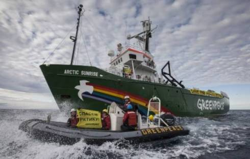 WEB_PHOTO_GREENPEACE_SHIP_240813